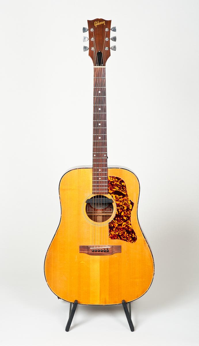 Gibson J-50 DLX