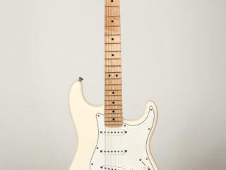 Fender Stratocaster (2008) $825